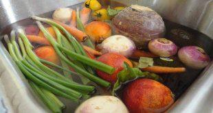 Ngâm rau quả vào nước muối không loại bỏ chất hóa học nhưng bạn vẫn nên làm điều đó
